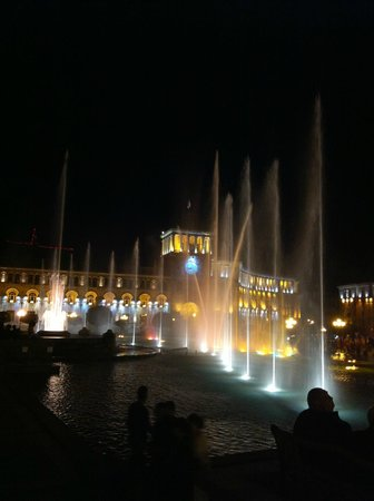 Republic Square : Поющие фонтаны на площади Республики