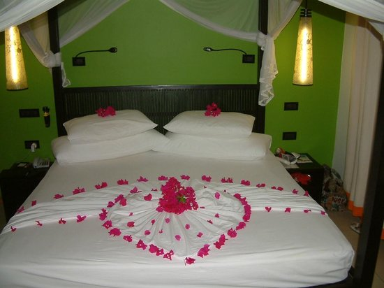 Vilamendhoo Island Resort & Spa : towel art