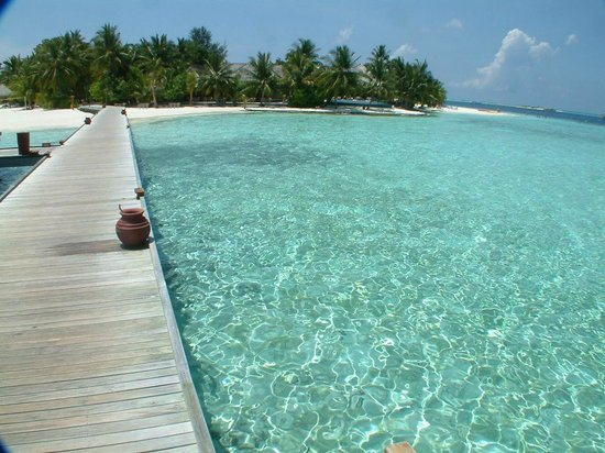 Vilamendhoo Island Resort & Spa : WV walkway