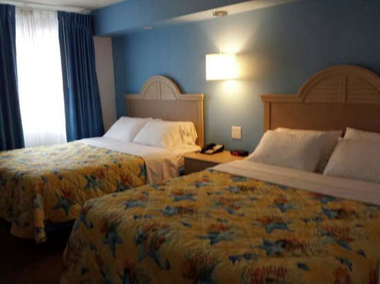 The Concord Suites: Bedroom