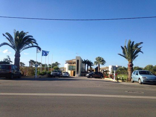 Solimar Aquamarine Hotel: Front of hotel