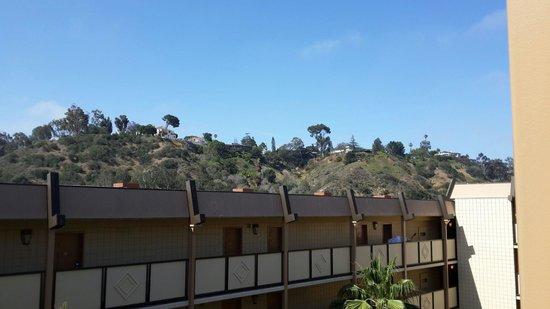 Crowne Plaza Hotel San Diego - Mission Valley: La comida del.menu es.buena la atencion del personal agradable y simpaticos