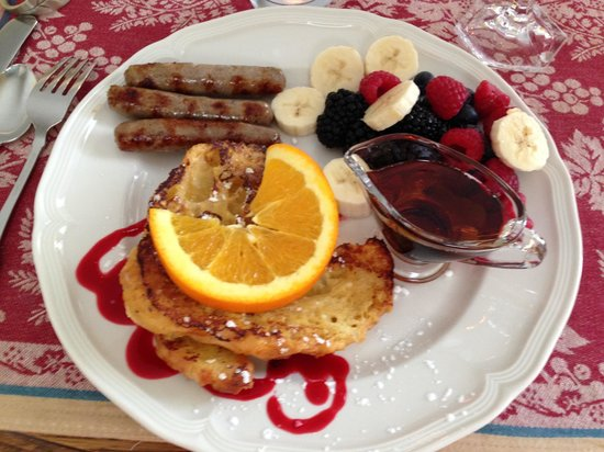 16 Beach Street Bed and Breakfast: Most delicious breakfast!