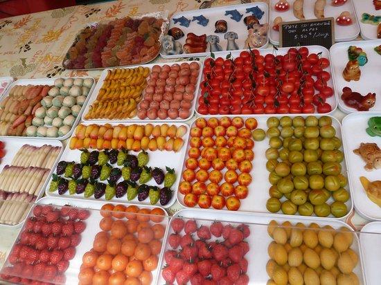 Marché aux Fleurs Cours Saleya: Yummy jellies