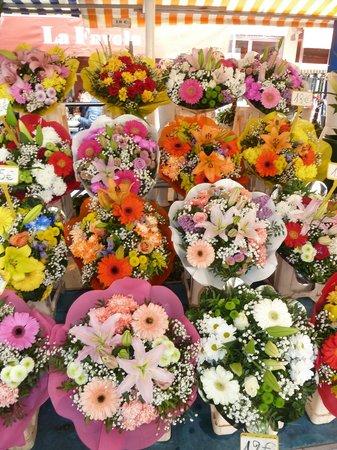 Marché aux Fleurs Cours Saleya: Colourful flowers