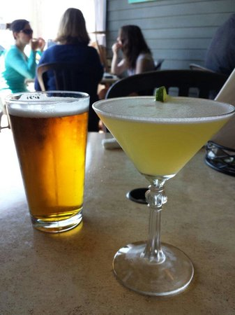 Fred's Tavern: Dogfish Head IPA and a coconut vanilla martini