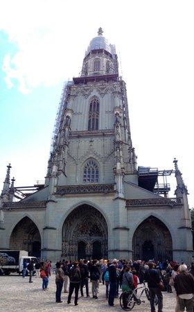 Cathedral at Munsterplatz / St. Vincent (Munster Kirche): Facciata