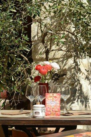 Le Dit Vin : Une petite table sous l'olivier