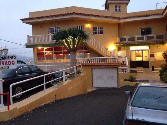 La Bola Tenerife: La entrada con aparcamiento privado