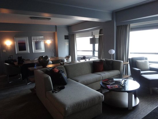 New York Hilton Midtown: living area