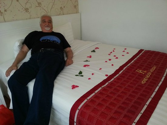 Hanoi Holiday Diamond Hotel: Queen size bed