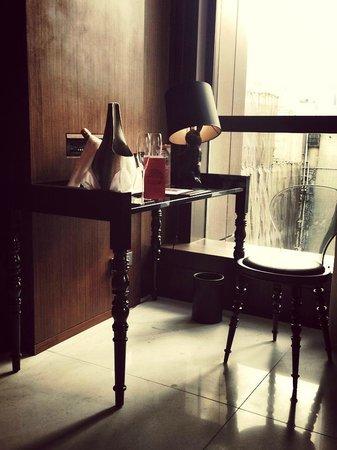 Mira Moon Hotel : Woking table 2