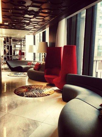 Mira Moon Hotel: Hotel Lobby
