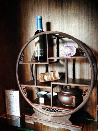 Mira Moon Hotel: Tea Mini Bar in the room