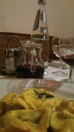 La Gardela: Tortellini burro e salvia