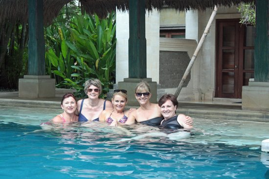 Puri Santrian: Our girls at the pool