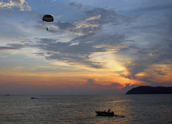 Holiday Villa Beach Resort & Spa Langkawi : Sunset at Sugars