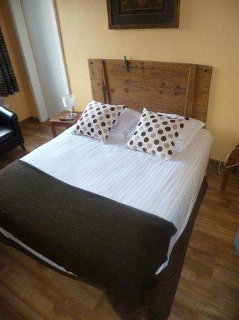 Au Cygne : très belle chambre à coucher