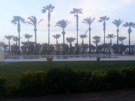 Porto Bello Hotel Resort & Spa : 리조트 로비에서 바라 본 수영장