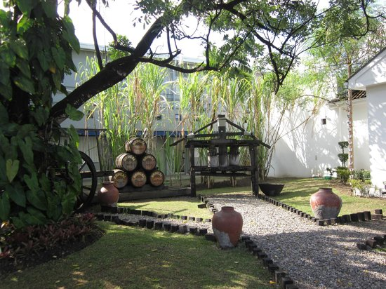 Brugal Rum Center: Factory grounds