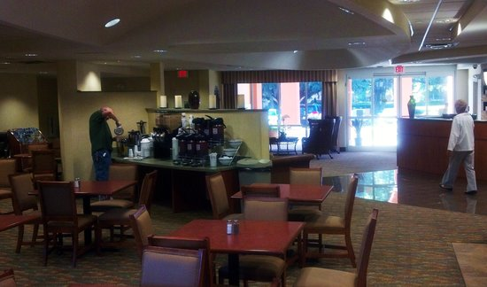 Comfort Suites The Villages: breakfast area and reception
