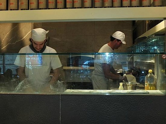 Pizzeria San Marco: The cooks working hard