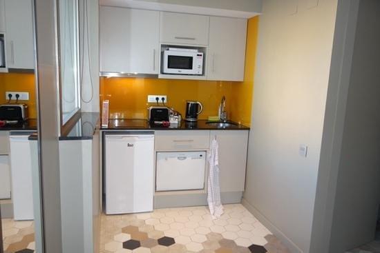 Citadines Ramblas Barcelona : Kitchen of 1 bed apartment