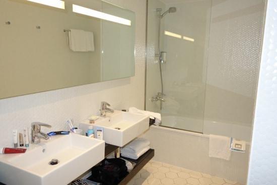 Citadines Ramblas Barcelona : Bathroom of one bedroom apartment