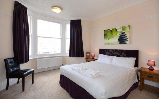 Stones Hotel, Bar and Restaurant : King En-Suite Room