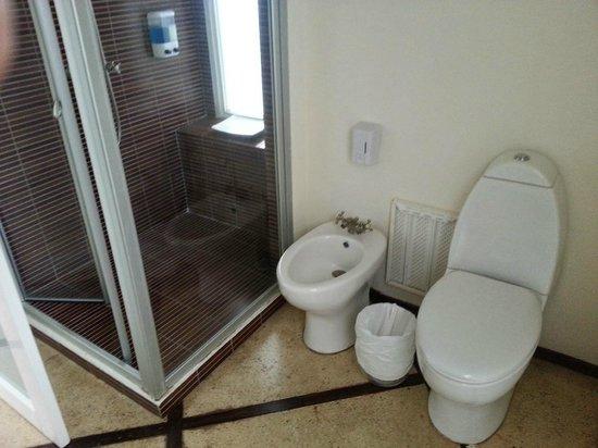 La Mariposa Hotel: bathroom 2