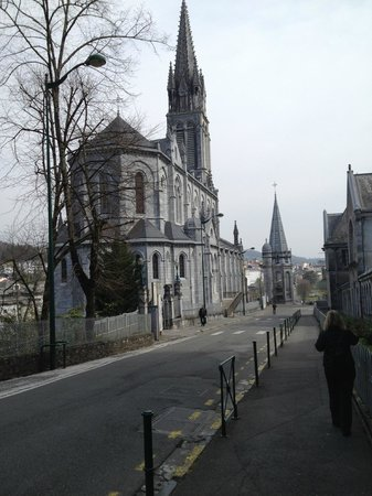 Sanctuaire Notre Dame de Lourdes : Entrance to Lourdes travelling east from Pau France
