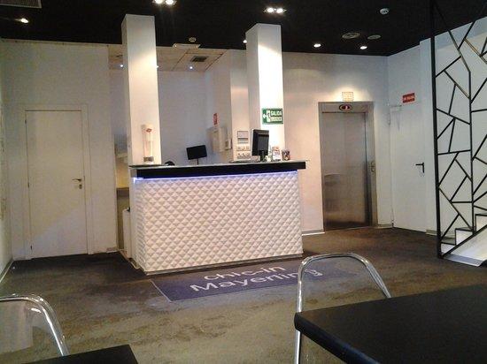 Mayerling Hotel: Recepción