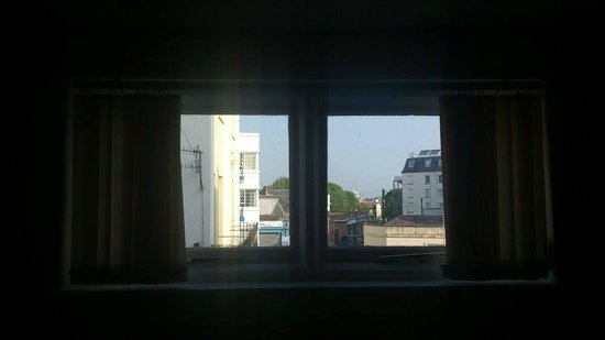 The Villa Esplanade Self Catering Holiday Apartments: apparent 'sea view' from living room??
