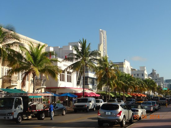 Casa Grande Suite Hotel of South Beach : street down