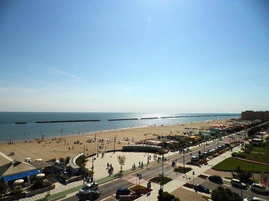 Hotel Caesar : Spiaggia vista dall'alto