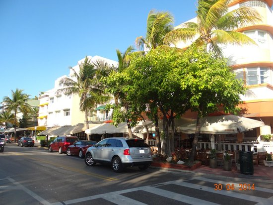 Casa Grande Suite Hotel of South Beach: street