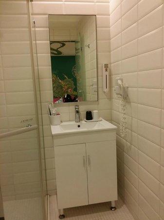 CityInn Hotel Plus - Ximending Branch: bathroom