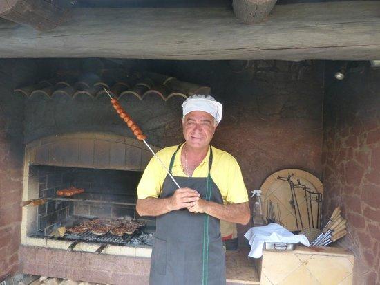 Hotel Quinta Do Serrado: Manuel hosting the Monday BBQ