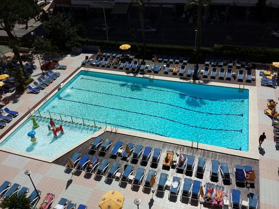 GHT Oasis Park & SPA : Daytime pool view