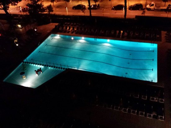 GHT Oasis Park & SPA: Nightime pool view