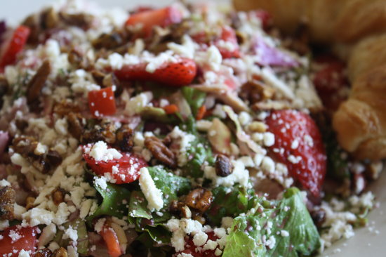 the toasted yolk cafe : Strawberry Field Salad