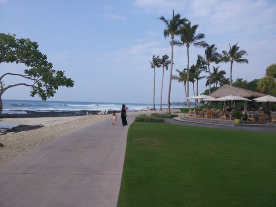 Four Seasons Resort Hualalai: Paved path along the length of the oceanfront.  The surf is spotlit at night, beautiful.