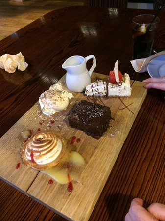 The Hub Alehouse and Kitchen : A trio of desserts