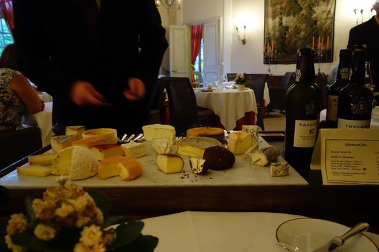 Chateau D'Etoges: Fromages