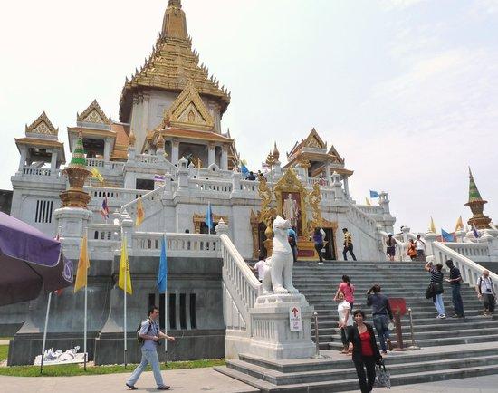 Temple of the Golden Buddha (Wat Traimit): Wat Traimit view