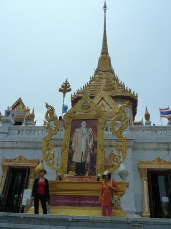 Temple of the Golden Buddha (Wat Traimit): Entrance to Wat Traimit