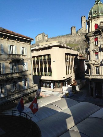 Croce Federale: Aussicht vom Zimmer zum Castelgrande