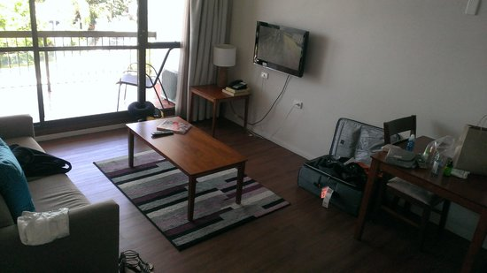 Cairns Plaza Hotel: Living room