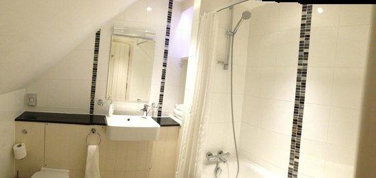 Norway Inn: Bathroom