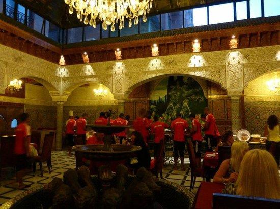 Imperial Plaza Hotel : équipe de foot qui a vidé le buffet...plus rien à manger pour nous !